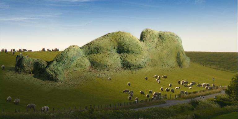 Dijk van een wijf, kunstwerk van 80 meter van Nienke Brokke dat komt in de dijk bij Holwerd.