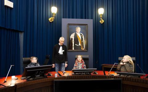 Fictieve zaken op open dag van de rechtbank: heeft de moeder of de vader gelijk?