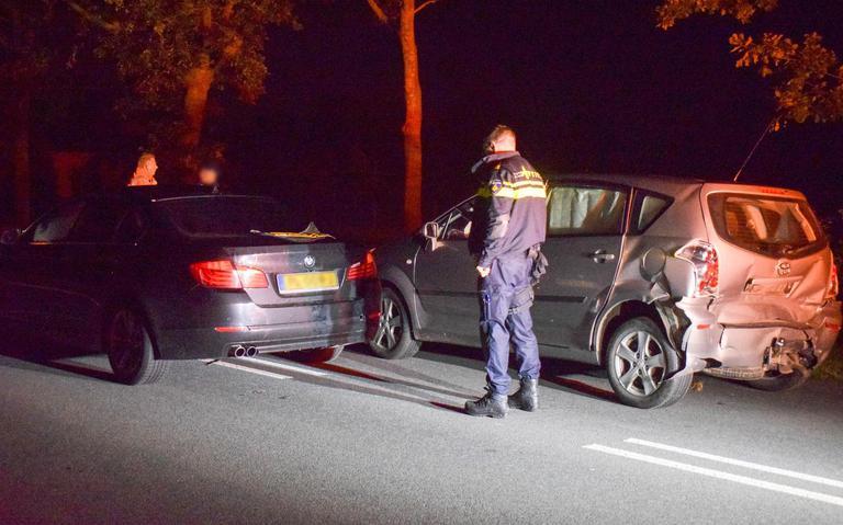 Veel schade bij botsing tussen twee auto's op N355 bij Buitenpost.