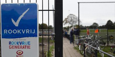 BV Sport verklaarde de complexen van onder meer Leeuwarder Zwaluwen (foto), MKV'29 en Nicator deze zomer rookvrij en hing borden op. FOTO HOGE NOORDEN/JAAP SCHAAF