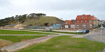 De bouwlocatie voor negentien recreatieappartementen en vier twee-onder-een-kappers bij het Groene Strand. FOTO JAN HEUFF