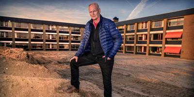 """Piet Zonderland van de stichting dorpsvernieuwing Koudum: ,,Der binne allinnich mar ferliezers."""" FOTO NIELS DE VRIES"""