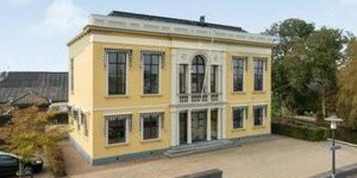 Het oude gemeentehuis van Menaam