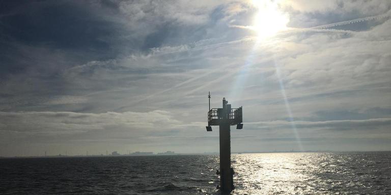 Frisia heeft meetpalen in de Waddenzee geplaatst die data verzamelen over de reactie van de bodem op de zoutwinning.