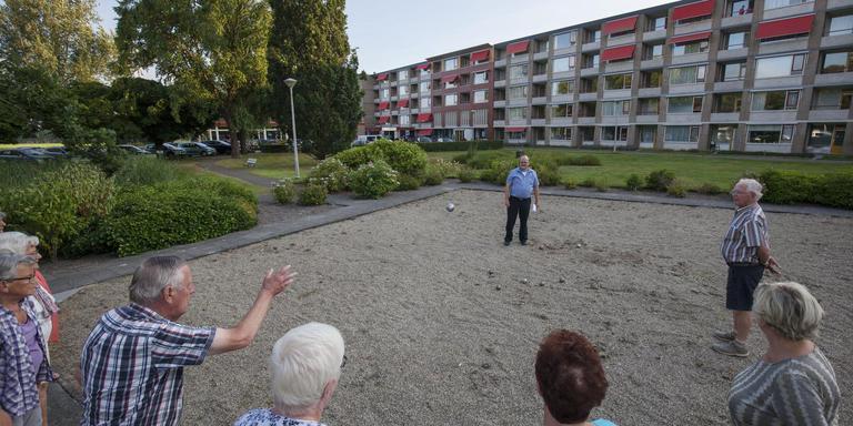 Het woonzorgcomplex in Wolvega telt 130 kamers, waarvan nu nog 50 zijn verhuurd aan de familie Kromkamp voor het hotel Holland Inn. Het gebouw wordt volledig omgebouwd tot een woonvoorziening voor ouderen. FOTO Rens Hooyenga