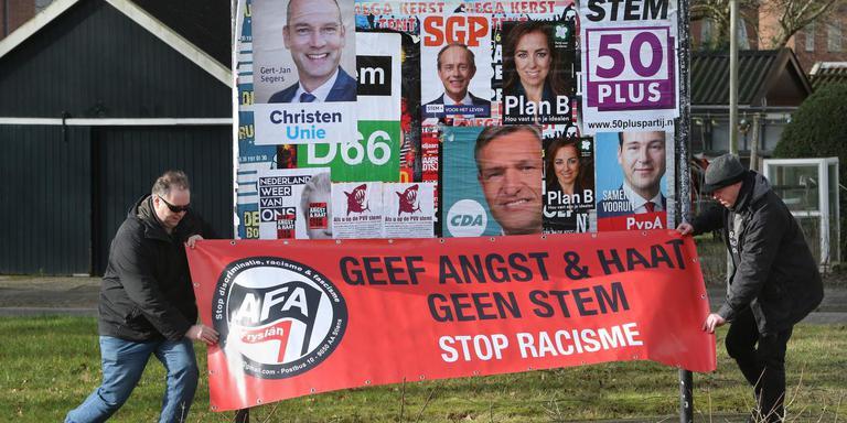 Een spanddoek van AFAF bij Gytsjerk in aanloop naar de Tweede Kamerverkiezingen van maart 2017. ARCHIEFFOTO NIELS WESTRA