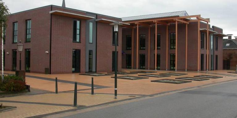 Het gemeentekantoor van de voormalige gemeente Menameradiel. FOTO GEMEENTE WAADHOEKE