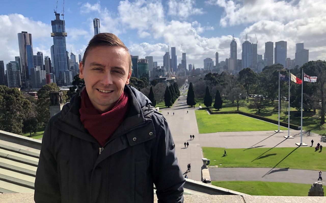 Al maanden lang zit Jelmer Stellingwerf uit Menaam samen met zijn vriendin in een complete lockdown in Melbourne, deelstaat Victoria in Australië.