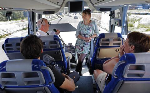 Marjan Minnesma verkeerde tijdens de elfwegentocht dagelijks tussen de wielen, zoals bij de Zeeuwse delegatie op 5 juli.