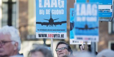 Vorige week werd er nog gedemonstreerd in Wolvega tegen de laagvliegroutes van het nieuwe Lelystad Airport. FOTO RENS HOOYENGA