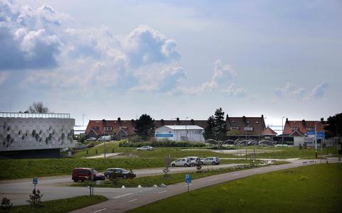 Het huis van Jan en Ankie van der Velde sluit de huizenrij aan de linkerkant af.