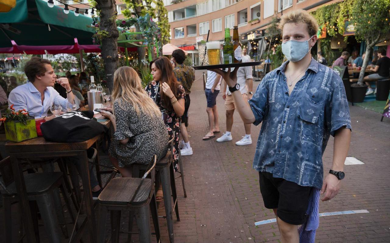Na de heropening van de horeca is bij de caféhouders in juli 13 procent minder geld binnengekomen dan een jaar eerder, bij de restauranthouders is dat 11 procent.