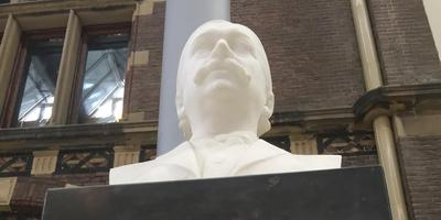 De buste van dokter Pieter Klazes Pel (1852-1919)
