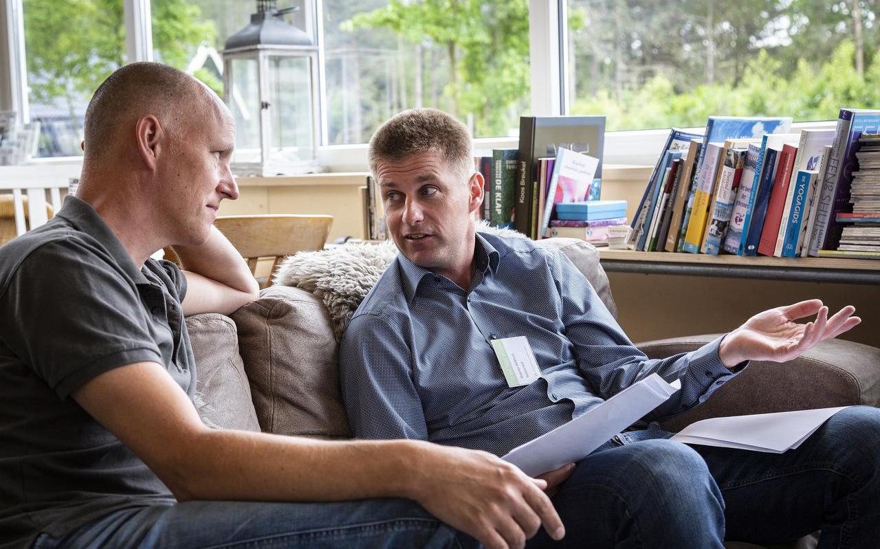 Jelle Cupido (links) van Terschelling Energie in gesprek met Maarten Berkhout van SeaQurrent.