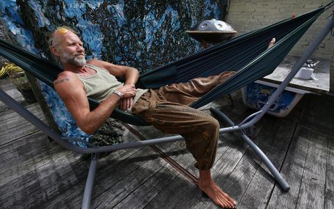 Evert Hettema: ,,Dertig, veertig teugen en je vliegt:   getting high of your own supply .''