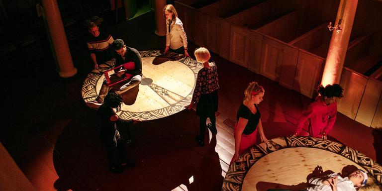 Een van de scenes in de Lutherse kerk. FOTO LUCA KEMPER