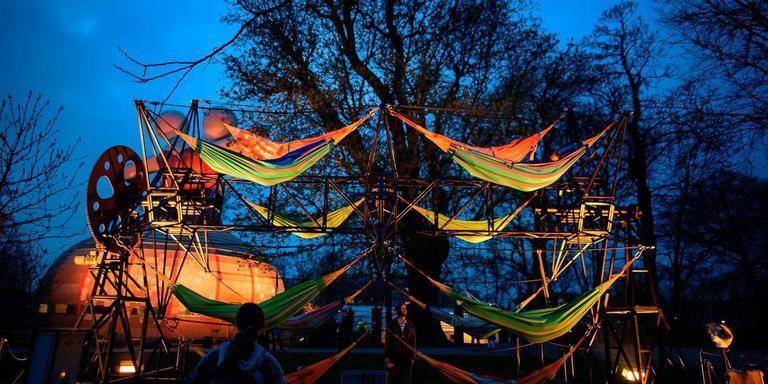 Ook de 'Relaxerette' van Arjan Kruidhof, hier op het Lân fan Taal-festival Taletún, gaat door het land.
