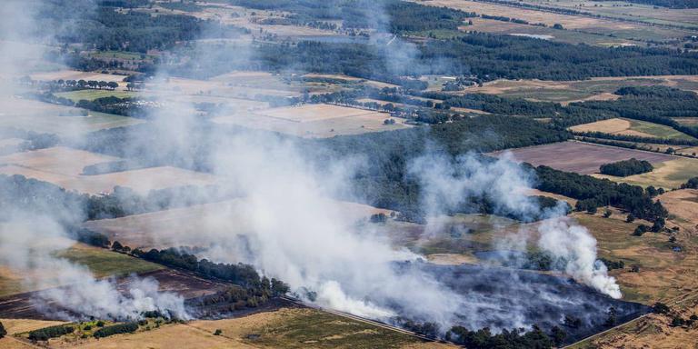 De grote heidebrand bij Wateren in het Drents-Friese Wold. FOTO ANP