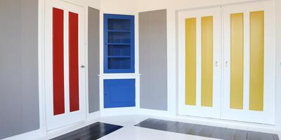 Theo van Doesburg gebruikte verschillende tinten van dezelfde kleuren in de diverse kamers, vanwege de lichtinval.
