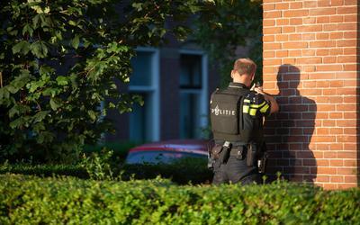 De politie in de Vlietzone in Leeuwarden.