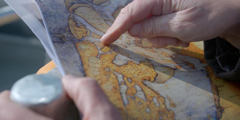 Een oude landkaart met daarop de huidige provincie Noord-Holland. Rechtsonder de toenmalige Zuiderzee waarover de handel met Amsterdam zich voltrok. Beeldfragment uit de NTR-serie 80 Jaar Oorlog.