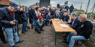Drie Friese tradities worden in Workum officieel immaterieel erfgoed: het fierljeppen, het Sint Piterfeest en de Strontrace.