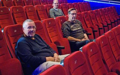 Drie Friese bioscoopbazen Hans Bosma (Bios Heerenveen), Sander Hakbijl (Bios Drachten) en een rij naar achteren Nick van den Bergh (Cine Sneek).
