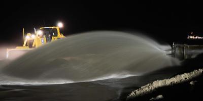 Op Vlieland wordt extra zand opgespoten. FOTO ARCHIEF LC/DIRK BRUIN