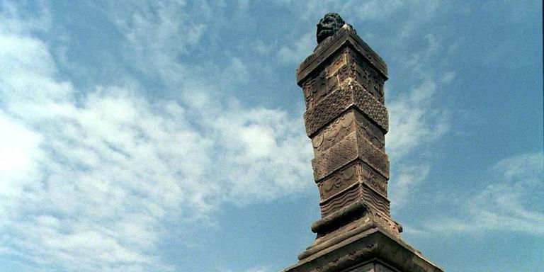 Er wordt geopperd dat Caspar De Robles model heeft gestaan voor het beeld van de Stenen Man op de Harlinger dijk.