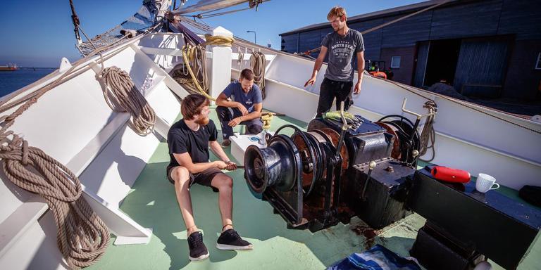De vaste crew van de Artemis. FOTO NIELS DE VRIES