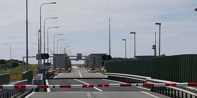 Opnieuw lange file na storing Afsluitdijk. FOTO GRACE DE HAAN