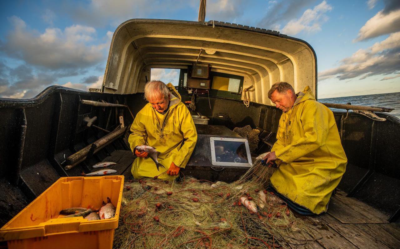 Jan en Joop de Vries, de laatste vissers van Laaksum.