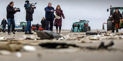 Minister Cora van Nieuwenhuizen op visite op Terschelling. FOTO NIELS DE VRIES