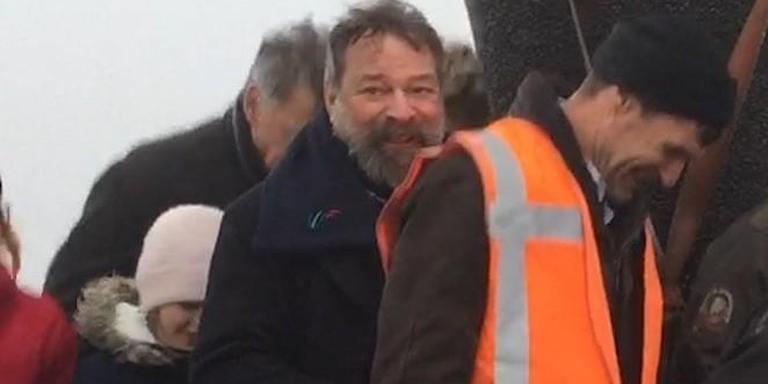 Joop Mulder was donderdagochtend bij de plaatsing van het eerste Sense of Place-beeld op de dijk buiten Holwerd, 'Wachten op hoog water'