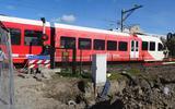 De voorbereidingen voor het werk aan de spoorwegovergang in de Leeuwarder Schrans duren al heel lang.