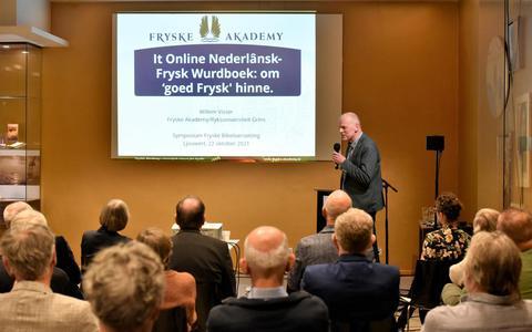 Willem Visser aan het woord bij het symposium over het gebruik van leenwoorden in de nieuwe Friese Bijbel.