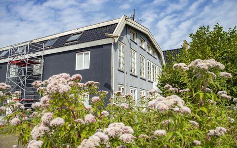 Een driekamerappartement van 70 vierkante meter in de Vlietzone in Leeuwarden. Volgens de advertentie op internet is de kale huur 820 euro per maand.