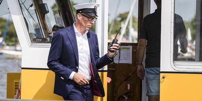 Wedstrijdleider Arno Huisman vol in de concentratie. FOTO TOM COEHOORN