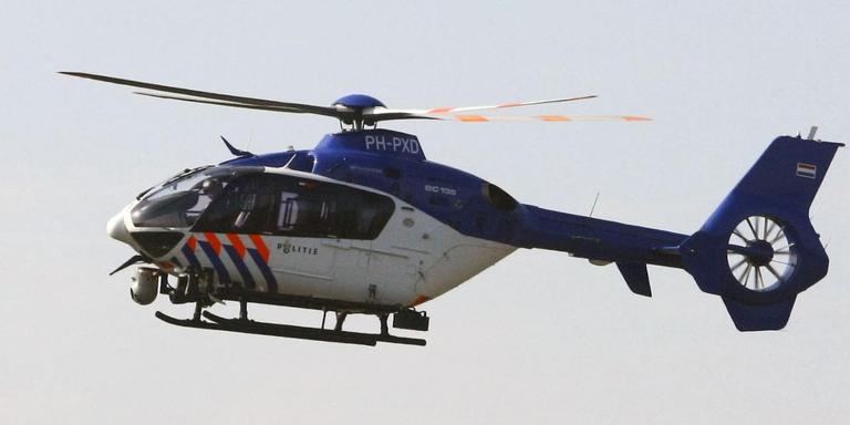 De politiehelikopter bij een eerdere inzet. FOTO VAN OOST MEDIA