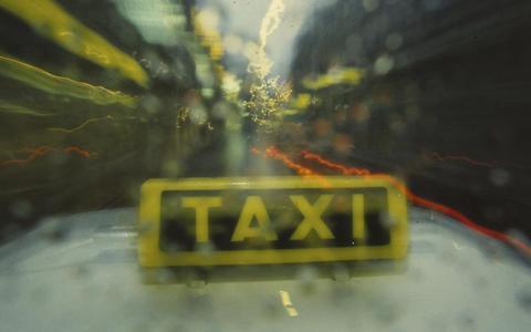 Wethouder: 'Lek boven bij nieuw taxivervoer leerlingen Noordoost-Friesland'