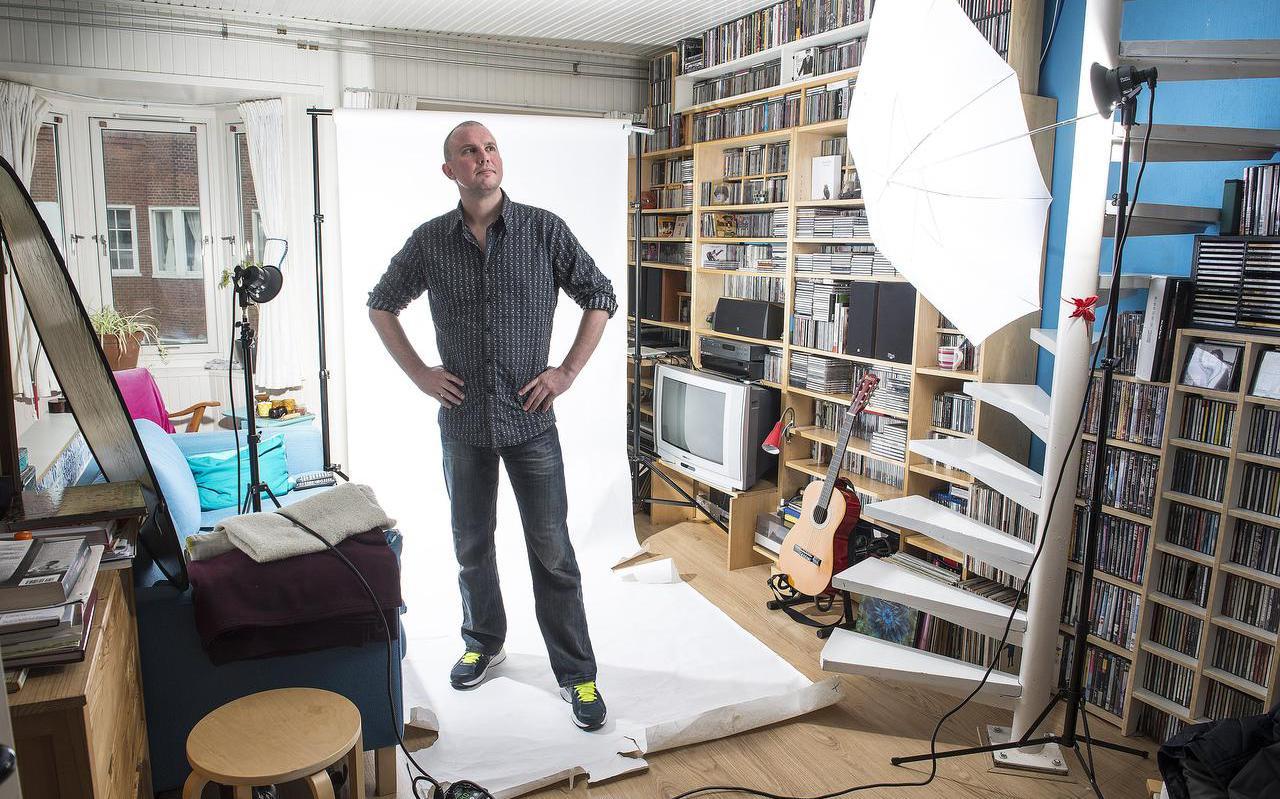 Tsead Bruinja poseerde in 2014 voor de foto's bij zijn krantencolumn. FOTO MARCEL JURIAN DE JONG