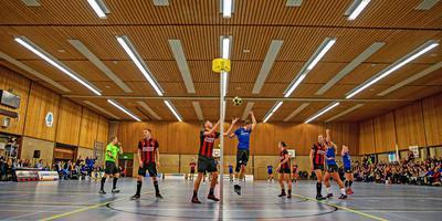 Een wedstrijd van korfbalvereniging SCO vorig jaar in sporthal de Steense in Wolvega. FOTO NIELS DE VRIES