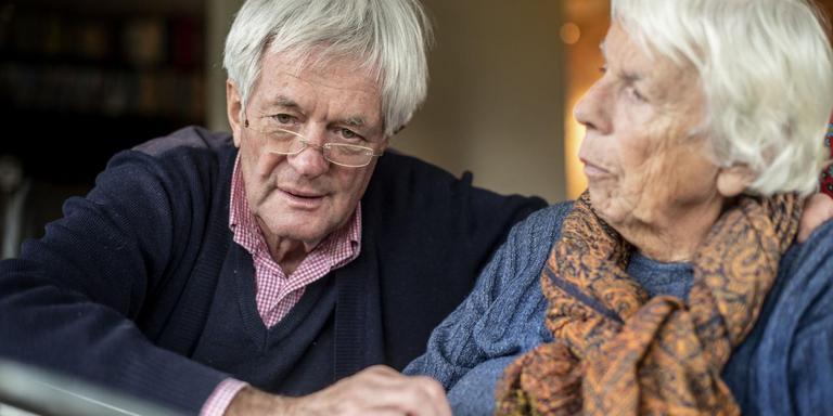 Willem Brouwer met zijn vrouw Tineke Zijlstra. FOTO HOGE NOORDEN/JACOB VAN ESSEN
