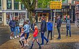 Vrijdagmiddag op het Schaepmanplein in Sneek. Friezen hebben meer dan andere inwoners van het Noorden, genoeg van de strenge coronaregels.