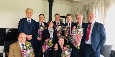 Geert Wilders met de PVV-kandidaten voor de Friese Staten. FOTO PVV