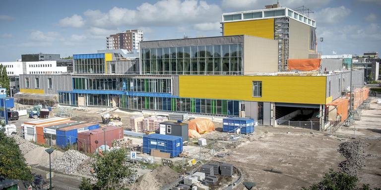 Schouwburg De Lawei tijdens de bouwstop, in het najaar van 2014. FOTO JILMER POSTMA