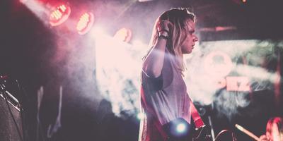 Eva van Netten, programmacoördinator van Welcome To The Village en muzikante in BlackboxRed. FOTO NIKO BLEACH