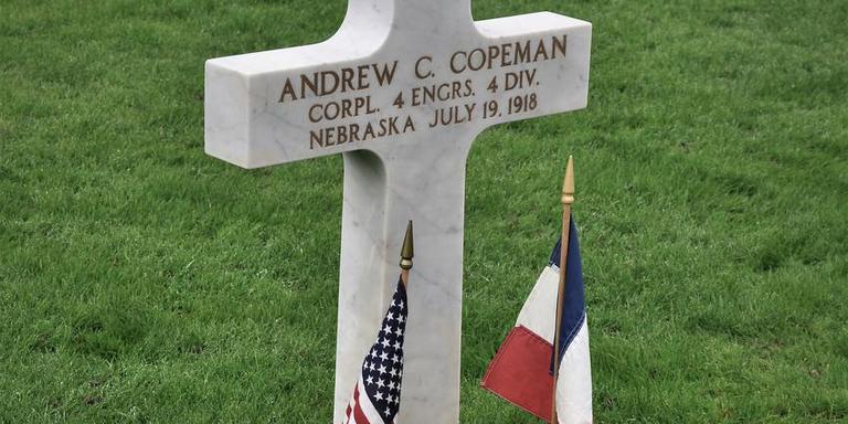 Het graf van Andrew C. Copeman, oftewel Andries Koopmans, op de Amerikaanse begraafplaats bij Belleau.