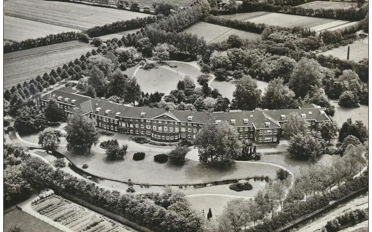 Het vroegere Groot Lankum, nu Kening State. Op de foto is te zien hoe groot het complex is.