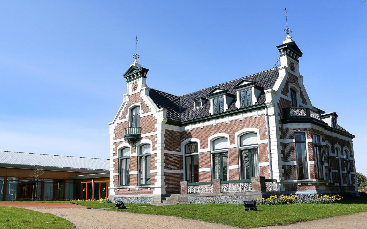 Het voormalige gemeentehuis in Kollum.  FOTO LC/ARODI BUITENWERF